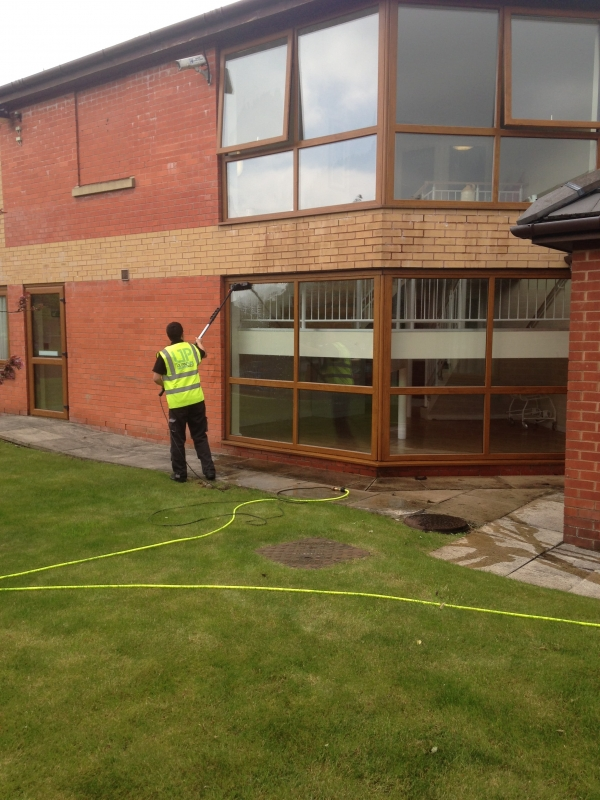 High Reach Window Cleaning & Commercial Window Cleaning
